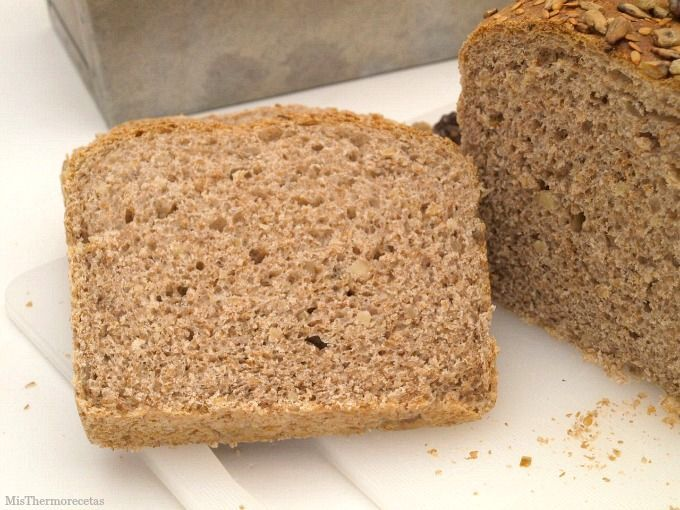 Pan de molde integral con nueces y pipas - MisThermorecetas