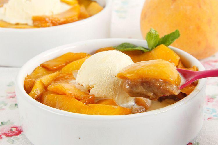 Pastel de verano (con melocotones, galletas y mascarpone)