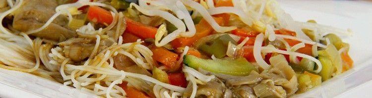Fideos orientales de arroz con verduras y setas - MisThermorecetas