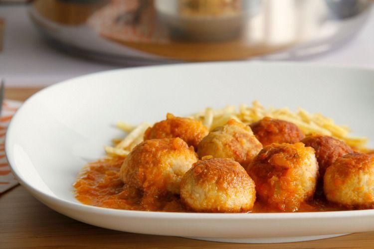 Albóndigas de bonito con salsa de verduras - MisThermorecetas