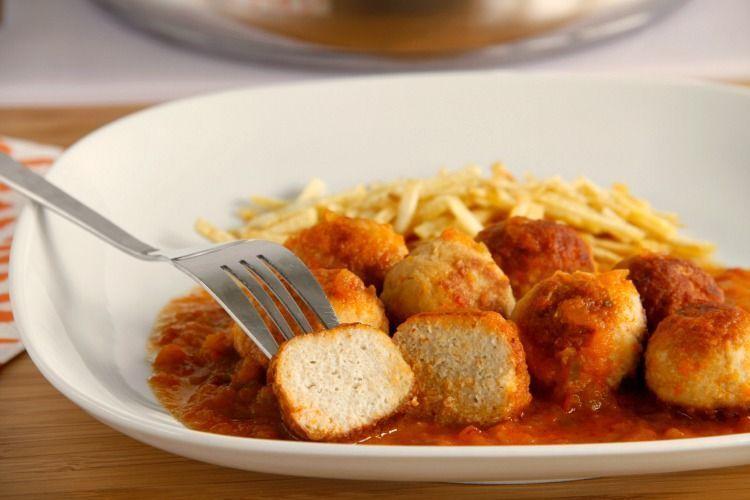 Albóndigas de bonitos con salsa de verduras - MisThermorecetas