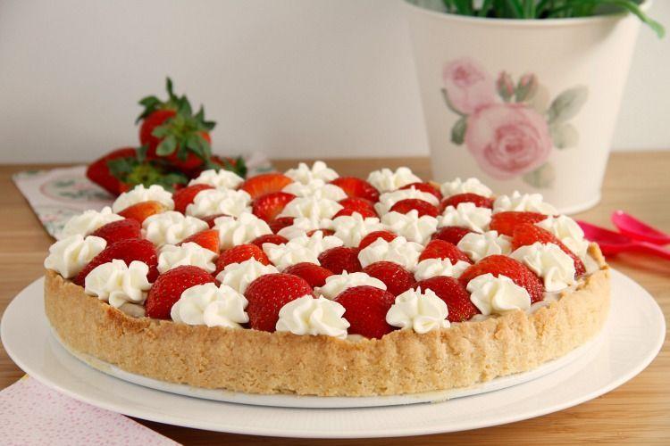 Tarta de fresas con crema de canela y almendras - MisThermorecetas