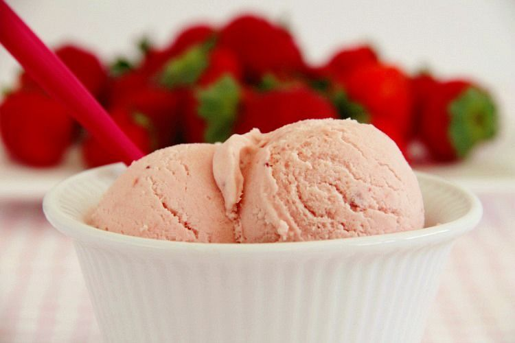 Helado fácil de fresas - MisThermorecetas