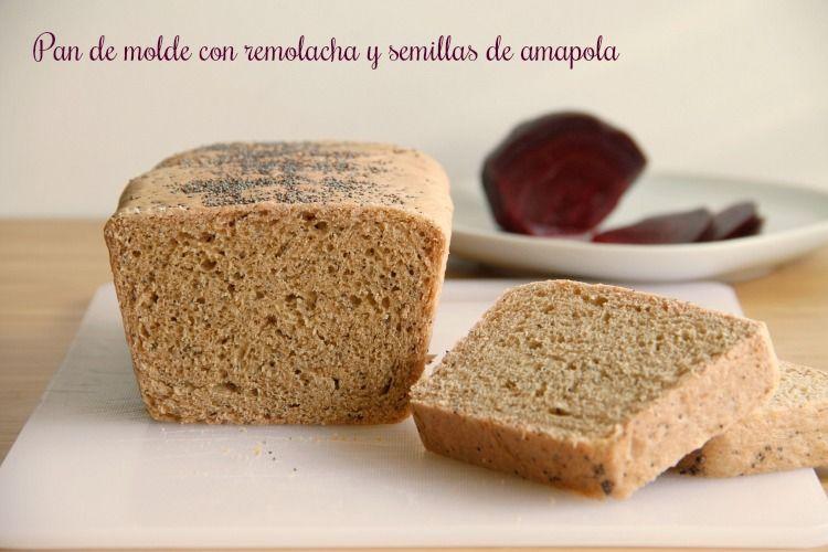 Pan de molde con remolacha y semillas de amapola