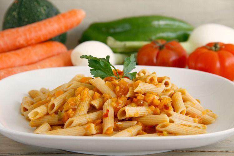 Pasta integral con verduras y mozzarella