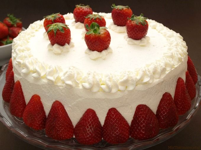 """Tarta de nata y fresas, para """"San Valentín"""""""