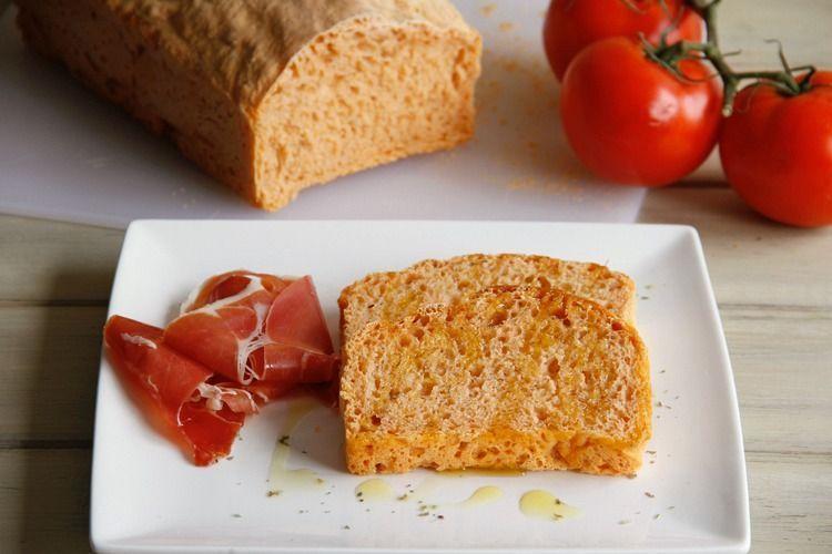 Pan de molde con tomate y orégano