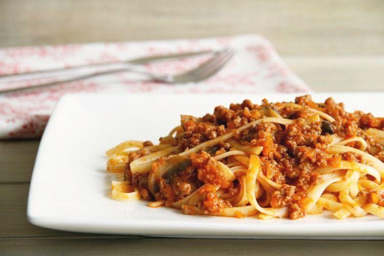 Espaguetis con carne y tomate
