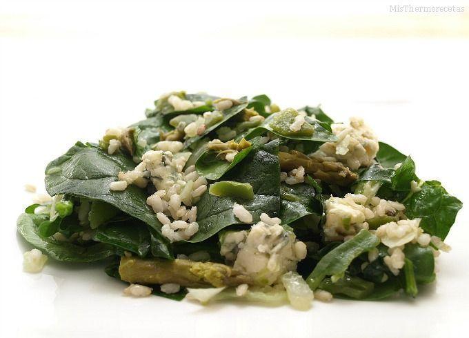 Ensalada templada de arroz integral y espinacas