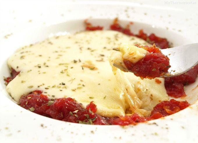 Tomate confitado con queso provolone