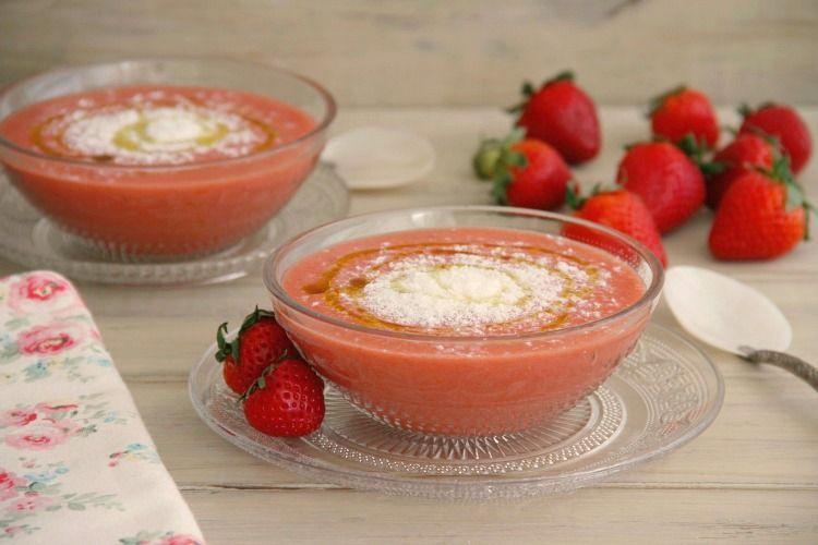 Gazpacho de fresas con queso de cabra