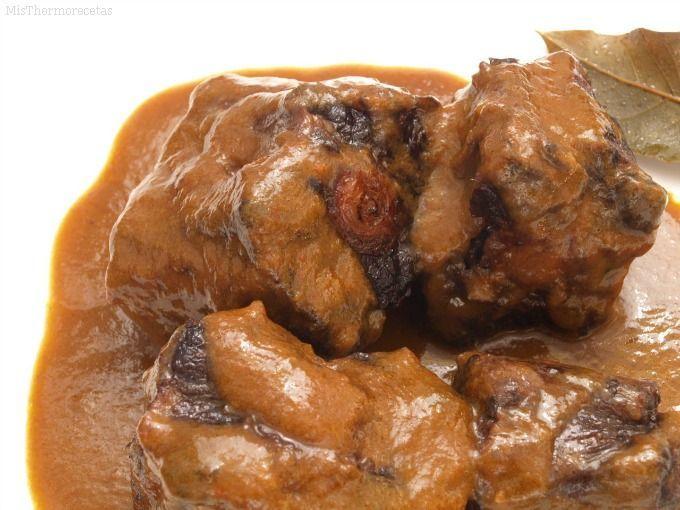 Rabo de toro guisado (receta tradicional)