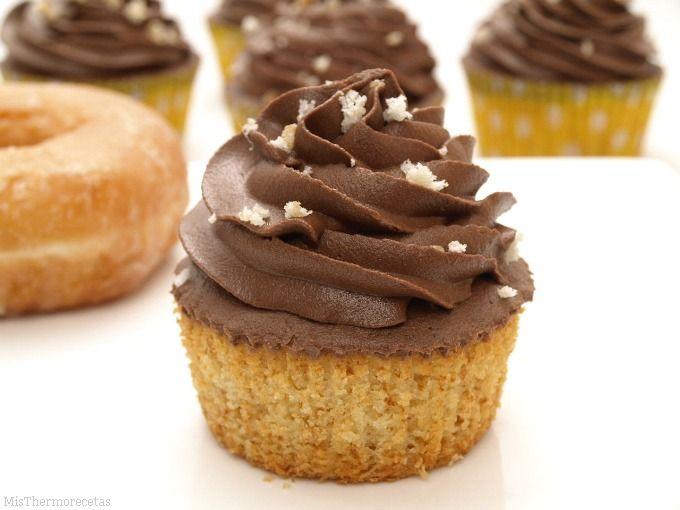 Cupcakes de donuts con buttercream de chocolate