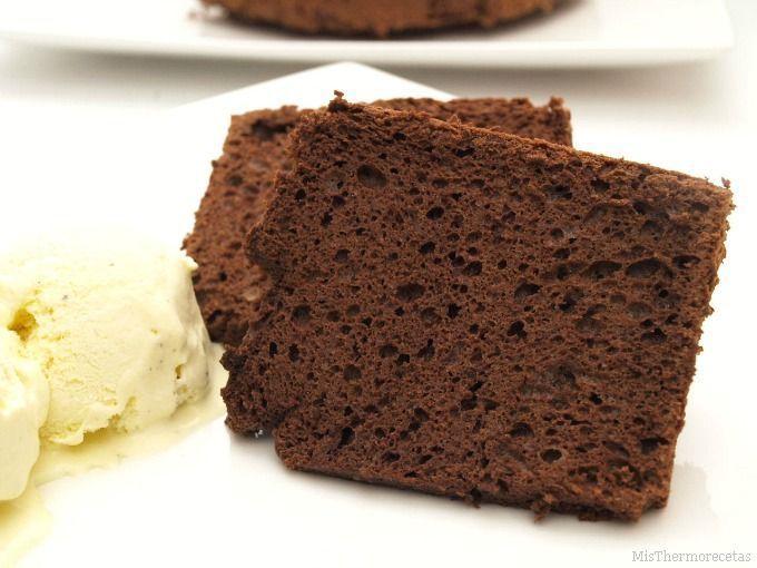 Chocolate angel food cake (Pastel de ángel de chocolate)