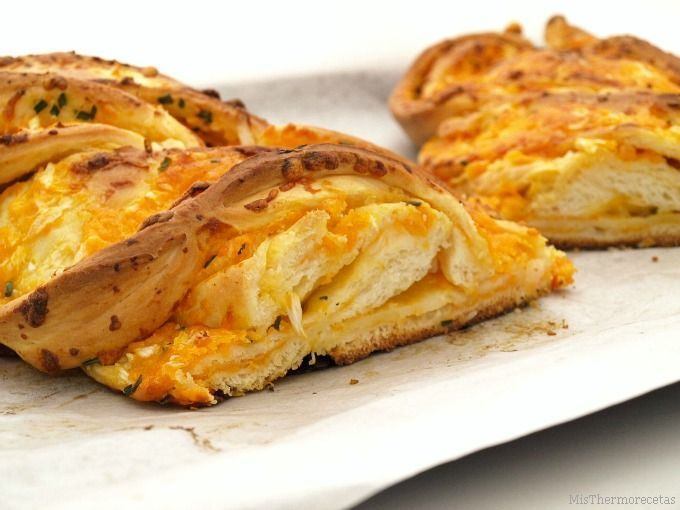 Trenza de queso cheddar y cebolleta