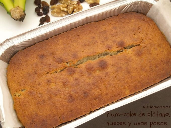 Plum-cake de plátano, nueces y uvas pasas