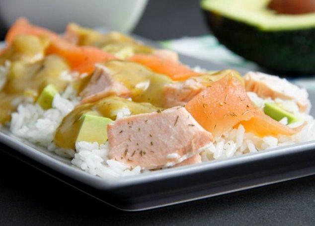 Ensalada nórdica de salmón con aliño de eneldo