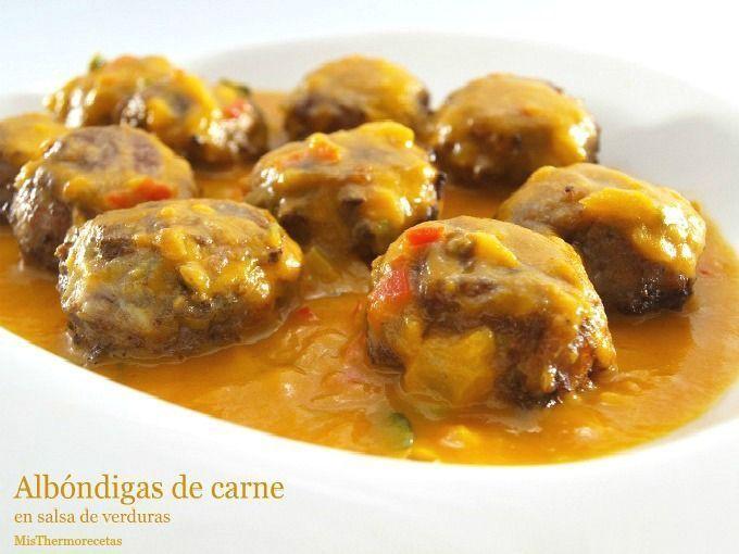 Albóndigas de carne en salsa de verduras