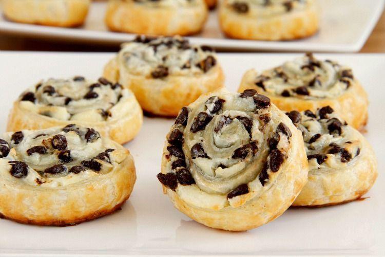 Caracolas de chocolate y queso cremoso