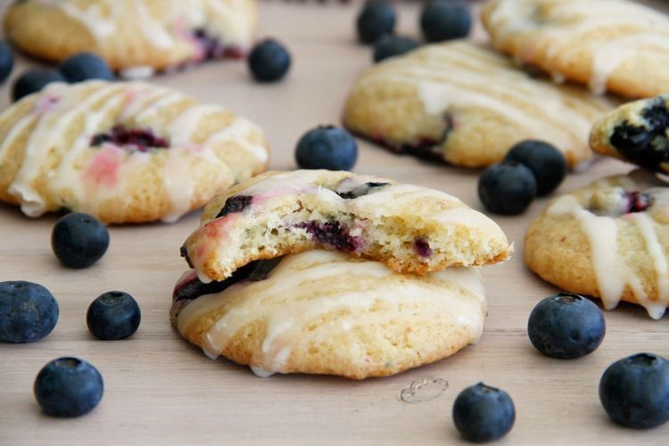 Cookies de queso con arándanos y glasa de limón
