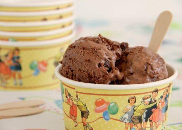 Helado de chocolate y brownie