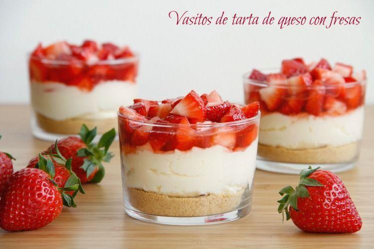 Vasitos de tarta de queso con fresas