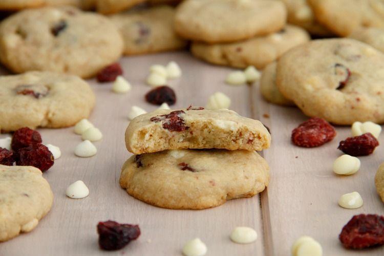 Cookies de chocolate blanco y arándanos