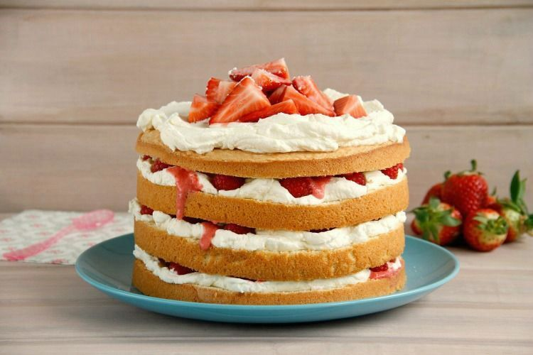 Layer cake de nata, fresas y frambuesas
