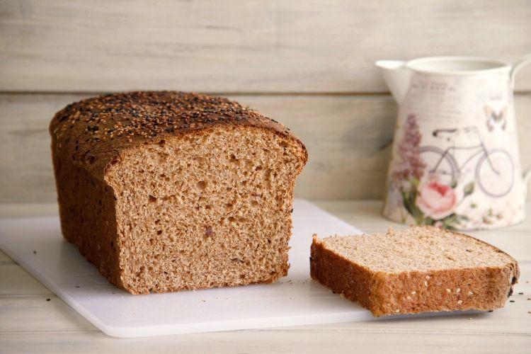 Pan integral con cerveza negra y dátiles