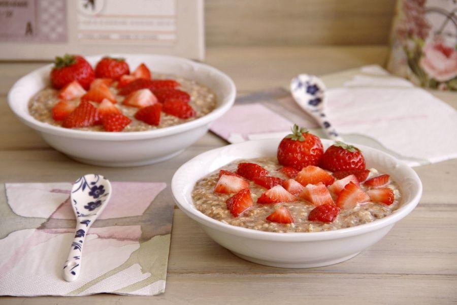 Desayuno energético de avena, chía y fruta