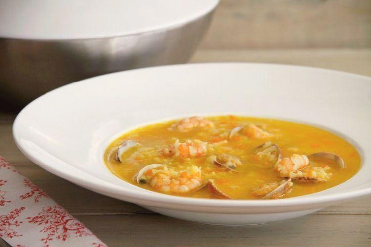 Sopa de arroz con almejas y gambas