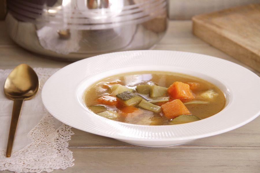Sopa de verduras, en olla rápida