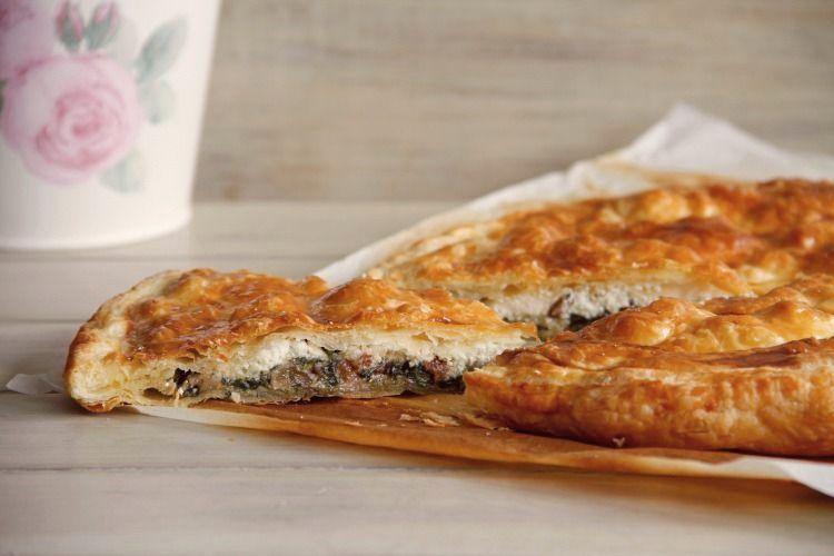 Empanada de espinacas, atún y queso de cabra