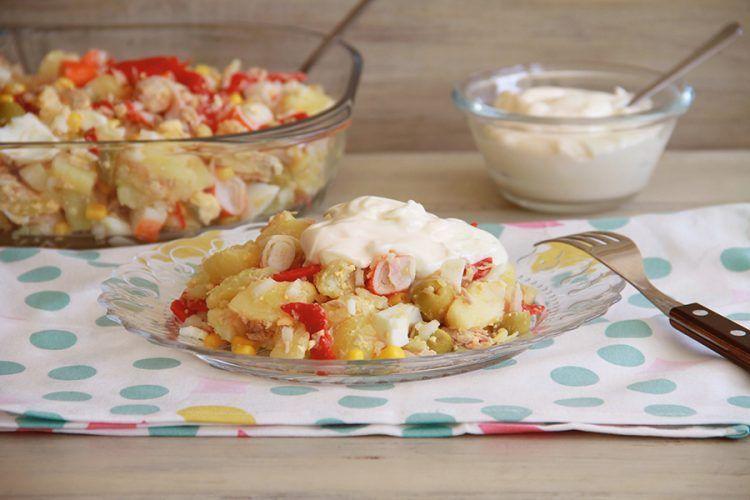 Ensaladilla de patata, huevos, atún y palitos de cangrejo, con y sin Thermomix