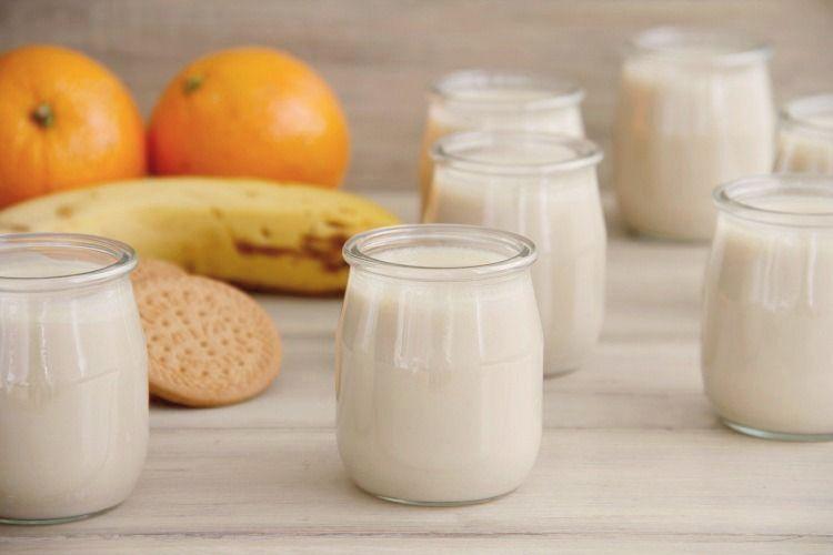 Yogur de plátano, naranja y galletas, con Thermomix