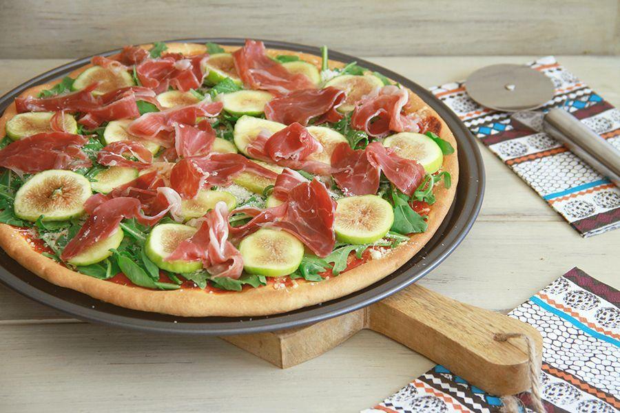 Pizza de cerveza con jamón ibérico, higos y rúcula, con Thermomix
