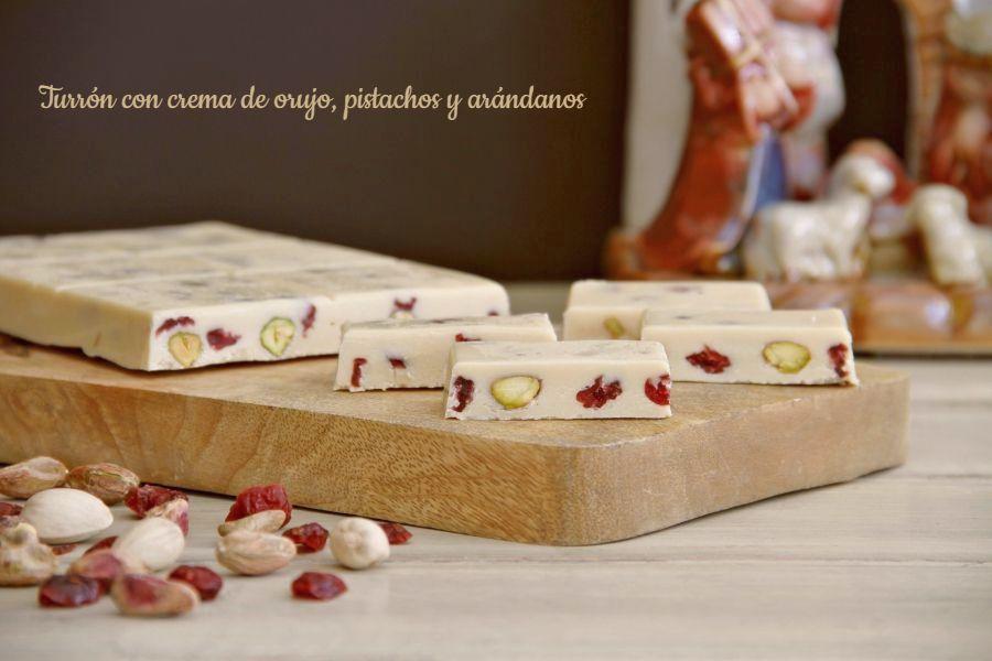 Turrón con crema de orujo, pistachos y arándanos, con Thermomix