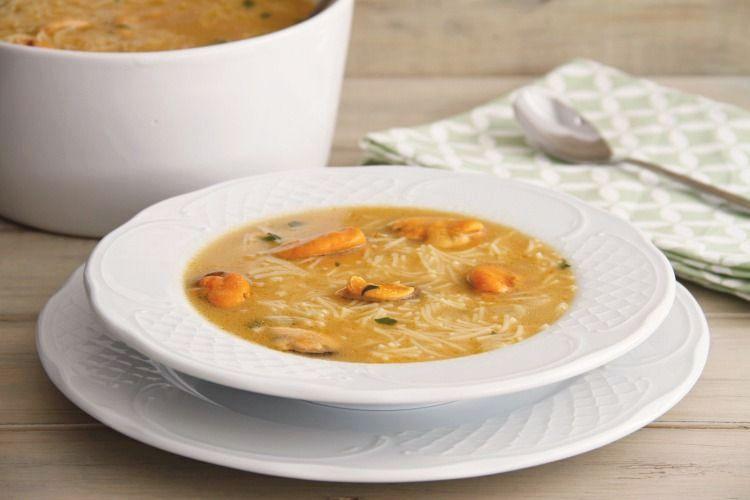 Sopa de mejillones con fideos