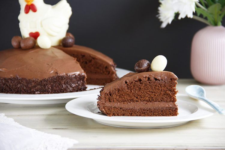 "Tarta ""Mona de Pascua"" con bizcocho de chocolate negro y cobertura de chocolate con leche, con Thermomix"