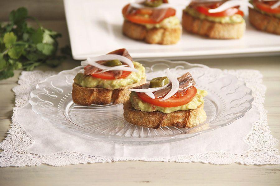 Tosta de guacamole con anchoas, con Thermomix