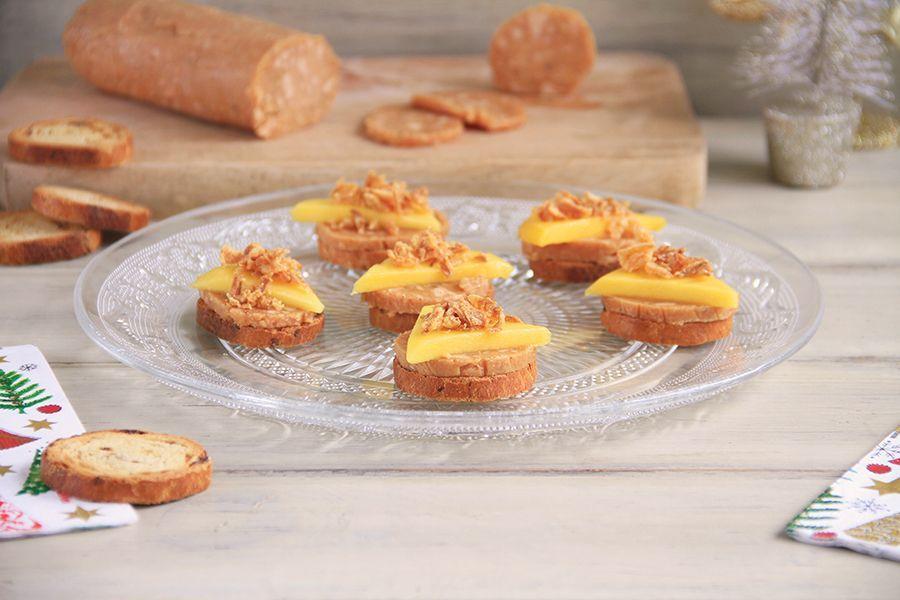 Turrón de foie, cebolla frita y mango