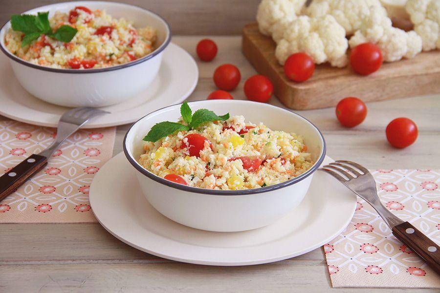 Cuscús de coliflor y verduras crudivegano