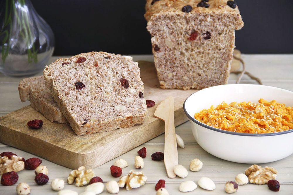 Pan de frutos secos con paté veggie
