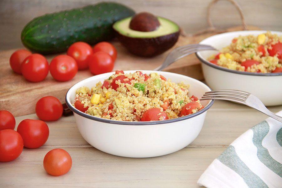 Ensalada de quinoa con verduras y hierbas
