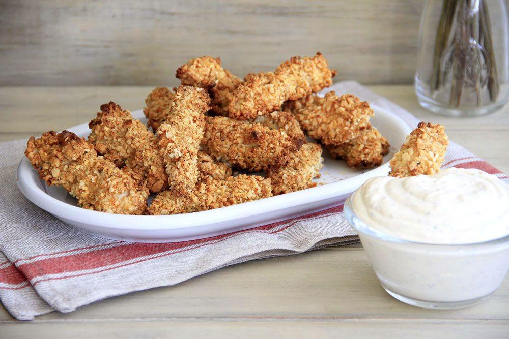 Crujientes de pollo almendrado con salsa ranchera