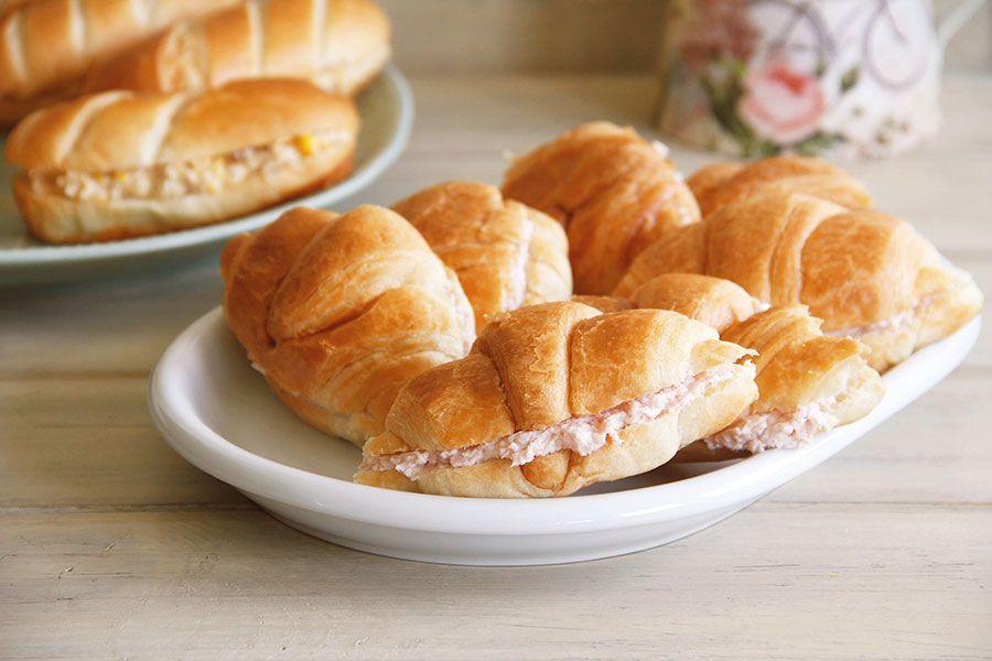 Minicroissants con relleno de jamón y queso